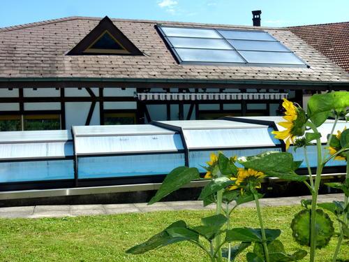 Solaranlage_mit_Schwimmbad-LG.jpg