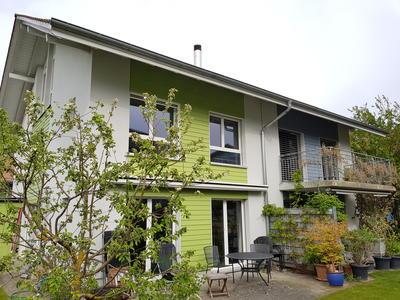 Doppeleinfamilienhaus mit Erdsonden-Wärmepumpe in Frauenkappelen