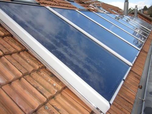 thermische-Solarkollektoren-Mehrfamilienhaus-fuer-Warmwasser-LG.jpg